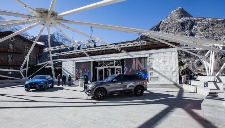Jaguar F-Pace si fa in due: ecco le versioni 300 Sport e Chequered Flag - Foto 24 di 32