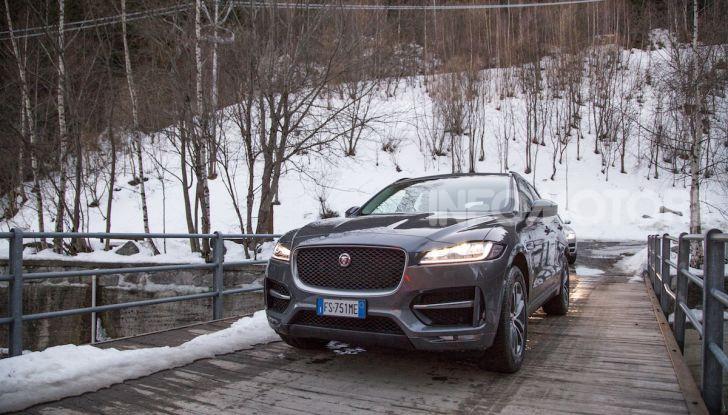 Jaguar F-Pace si fa in due: ecco le versioni 300 Sport e Chequered Flag - Foto 30 di 32