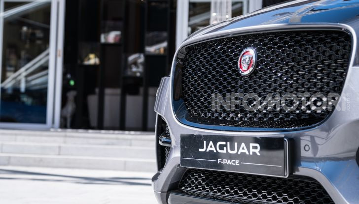 Jaguar F-Pace si fa in due: ecco le versioni 300 Sport e Chequered Flag - Foto 5 di 32