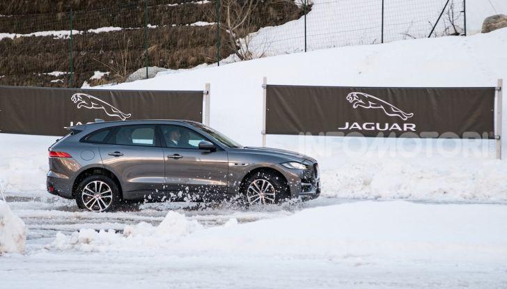 Jaguar F-Pace si fa in due: ecco le versioni 300 Sport e Chequered Flag - Foto 6 di 32