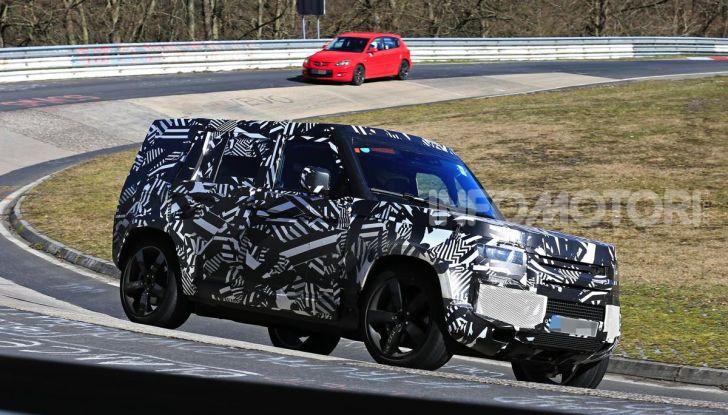 Nuova Land Rover Defender 2020, nuove immagini dei test dinamici - Foto 1 di 18