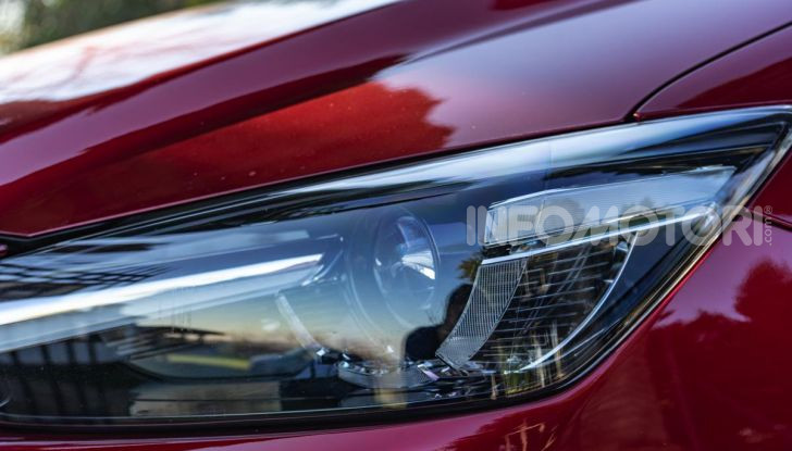Prova Mazda CX-3 con il benzina da 121CV: tanto divertimento e stile! - Foto 15 di 36