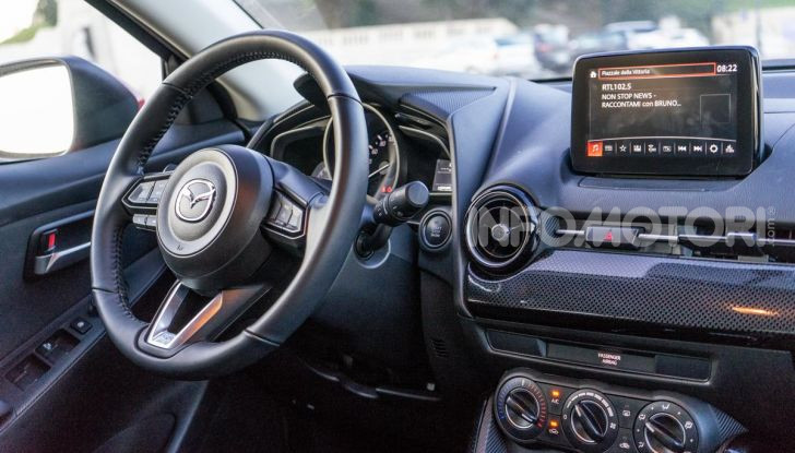 Prova nuova Mazda2: la leggerezza dell'1.5 Skyactiv-G da 90CV a benzina - Foto 8 di 26