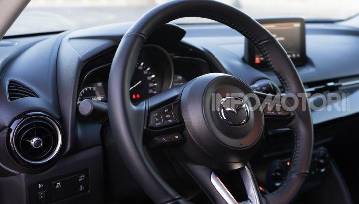 Prova nuova Mazda2: la leggerezza dell'1.5 Skyactiv-G da 90CV a benzina - Foto 19 di 26