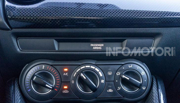 Prova nuova Mazda2: la leggerezza dell'1.5 Skyactiv-G da 90CV a benzina - Foto 10 di 26