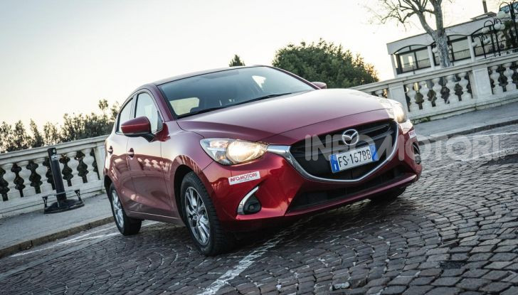 Prova nuova Mazda2: la leggerezza dell'1.5 Skyactiv-G da 90CV a benzina - Foto 2 di 26