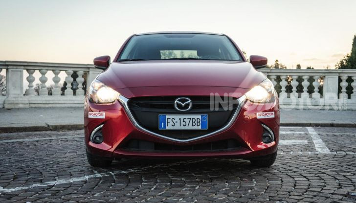 Prova nuova Mazda2: la leggerezza dell'1.5 Skyactiv-G da 90CV a benzina - Foto 4 di 26