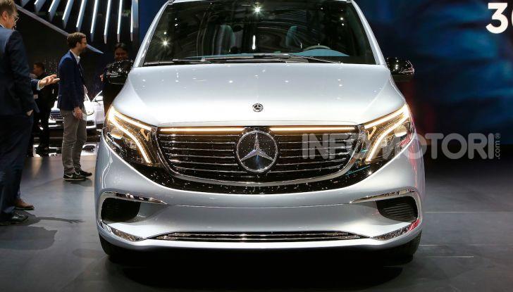 Mercedes Concept EQV: il primo monovolume premium 100% elettrico - Foto 1 di 11
