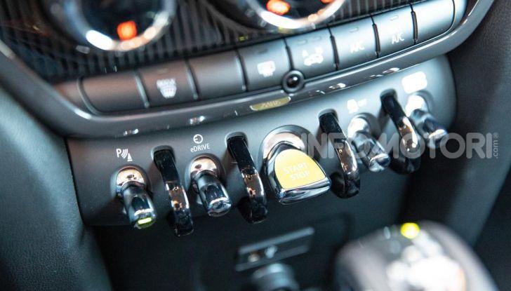 Prova MINI Countryman ibrida plug-in 2019: 224CV per risparmiare - Foto 26 di 57
