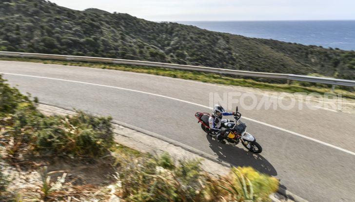 Prova su strada Moto Guzzi V85TT: caratteristiche, prezzo e opinioni - Foto 8 di 116