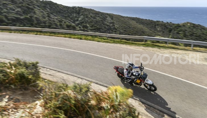 Prova su strada Moto Guzzi V85TT: caratteristiche, prezzo e opinioni - Foto 9 di 116