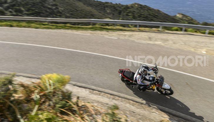 Prova su strada Moto Guzzi V85TT: caratteristiche, prezzo e opinioni - Foto 10 di 116