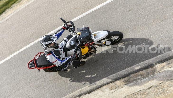 Prova su strada Moto Guzzi V85TT: caratteristiche, prezzo e opinioni - Foto 16 di 116