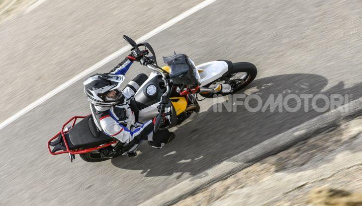Prova su strada Moto Guzzi V85TT: caratteristiche, prezzo e opinioni - Foto 17 di 116