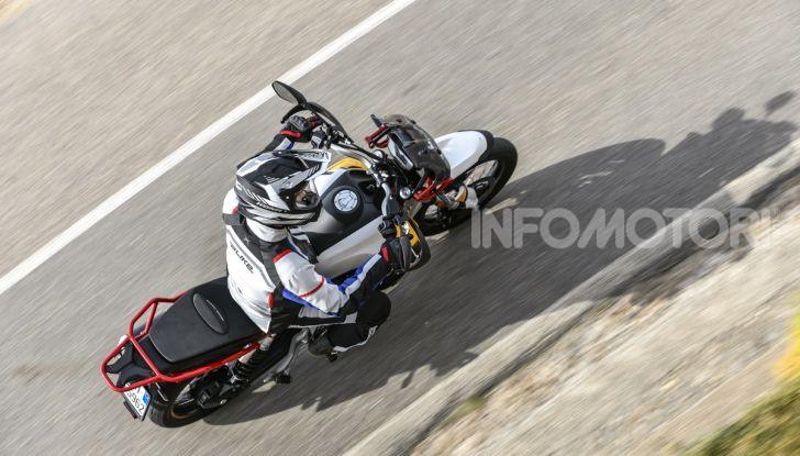 Prova su strada Moto Guzzi V85TT: caratteristiche, prezzo e opinioni - Foto 20 di 116