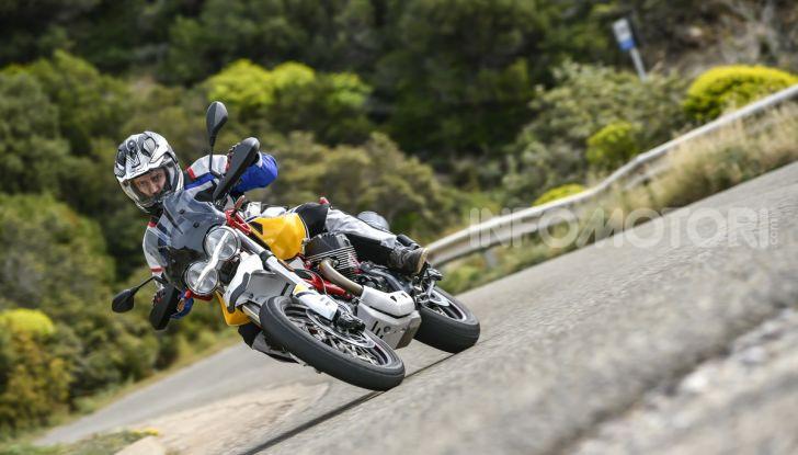 Prova su strada Moto Guzzi V85TT: caratteristiche, prezzo e opinioni - Foto 33 di 116