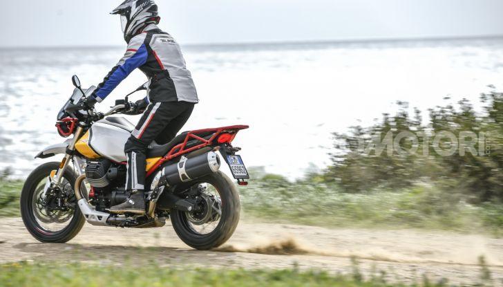 Prova su strada Moto Guzzi V85TT: caratteristiche, prezzo e opinioni - Foto 35 di 116