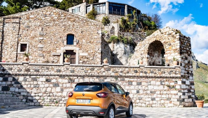 Nuova Renault Captur Sport Edition, primo contatto su strada e prestazioni - Foto 2 di 11