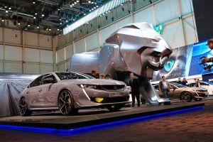 In viaggio nel futuro elettrificato con Peugeot