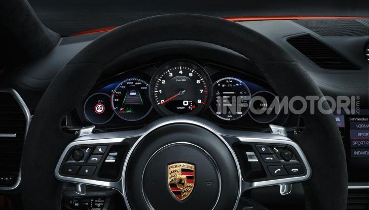 Porsche Cayenne Coupé Turbo 2019: più sportività per il SUV Premium - Foto 6 di 9