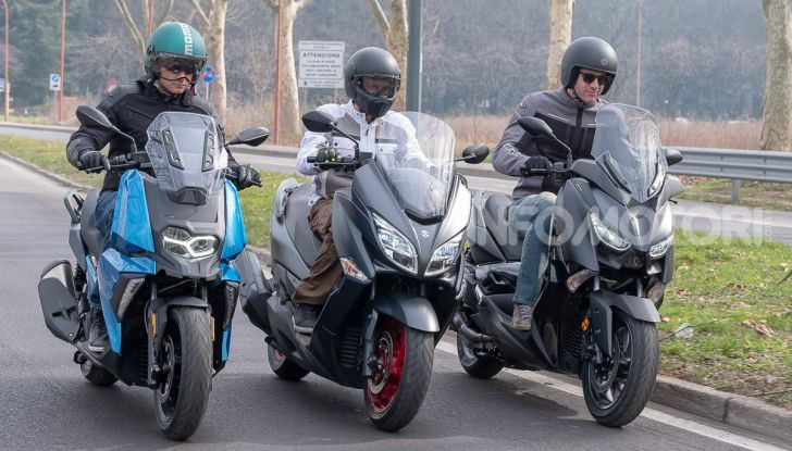 Comparativa scooter 400: Suzuki Burgman, Yamaha XMAX e BMW C400X - Foto 21 di 61