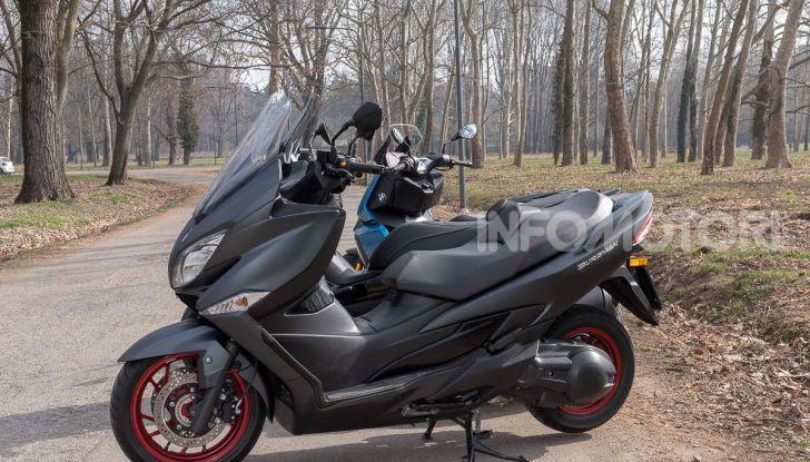 Comparativa scooter 400: Suzuki Burgman, Yamaha XMAX e BMW C400X - Foto 28 di 61