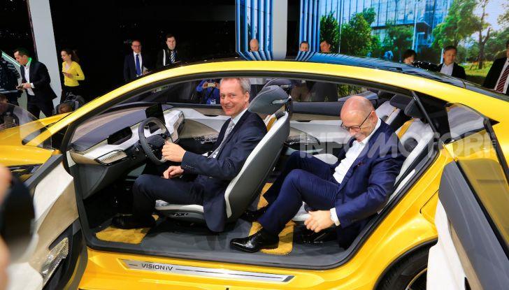 Skoda Vision iV: a Ginevra arriva l'auto elettrica del futuro - Foto 10 di 35
