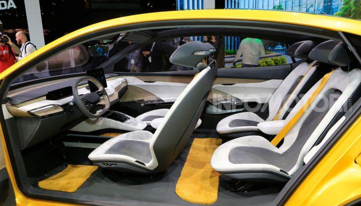 Skoda Vision iV: a Ginevra arriva l'auto elettrica del futuro - Foto 25 di 35
