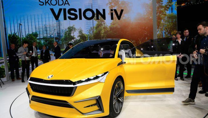 Skoda Vision iV: a Ginevra arriva l'auto elettrica del futuro - Foto 27 di 35