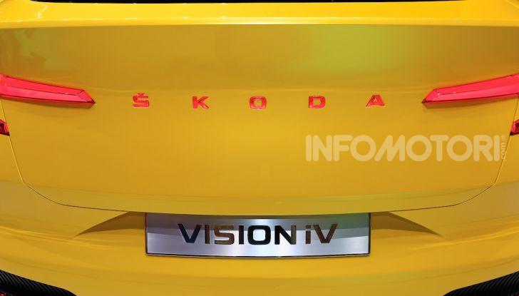 Skoda Vision iV: a Ginevra arriva l'auto elettrica del futuro - Foto 34 di 35