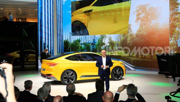 Skoda Vision iV: a Ginevra arriva l'auto elettrica del futuro - Foto 17 di 35