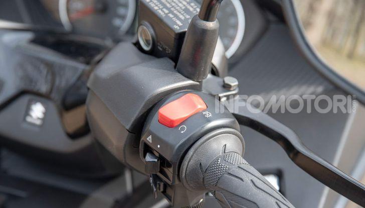 Comparativa scooter 400: Suzuki Burgman, Yamaha XMAX e BMW C400X - Foto 40 di 61