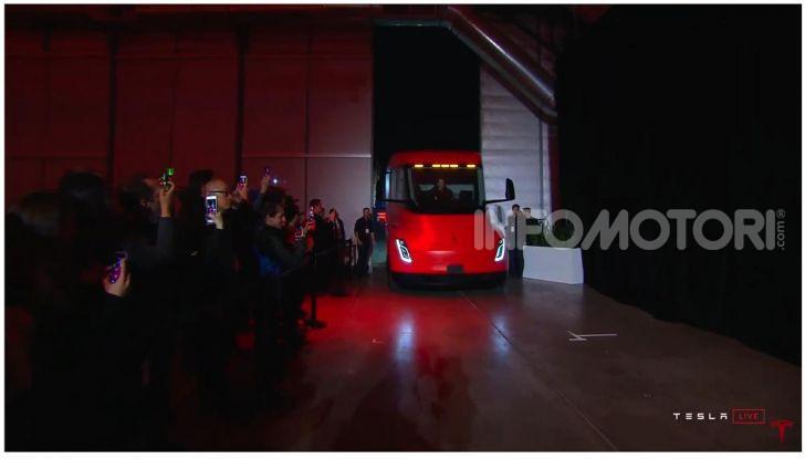 Tesla Model Y ordinabile in Italia da 57.980 euro - Foto 14 di 33