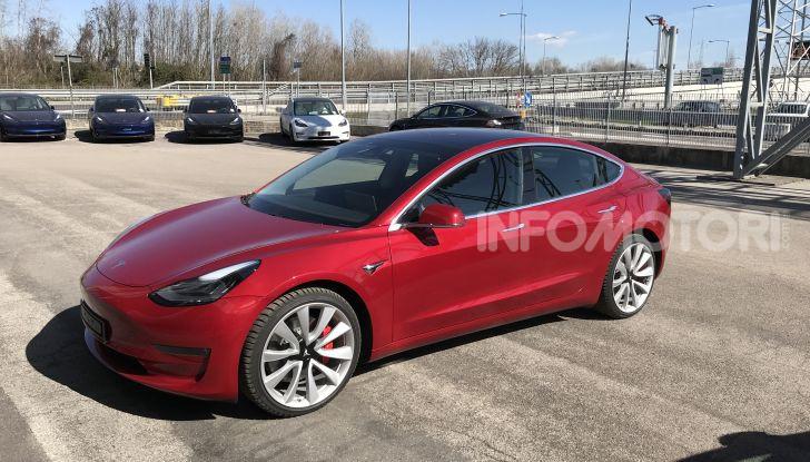 Una Tesla Model 3 a Capo Nord per testare la batteria - Foto 4 di 9