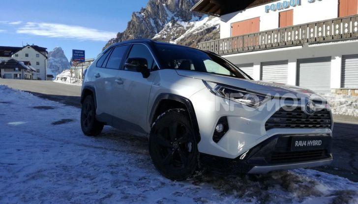 Prova Toyota RAV4 2019 Full Hybrid: sfida al limite tra i passi di montagna - Foto 8 di 12