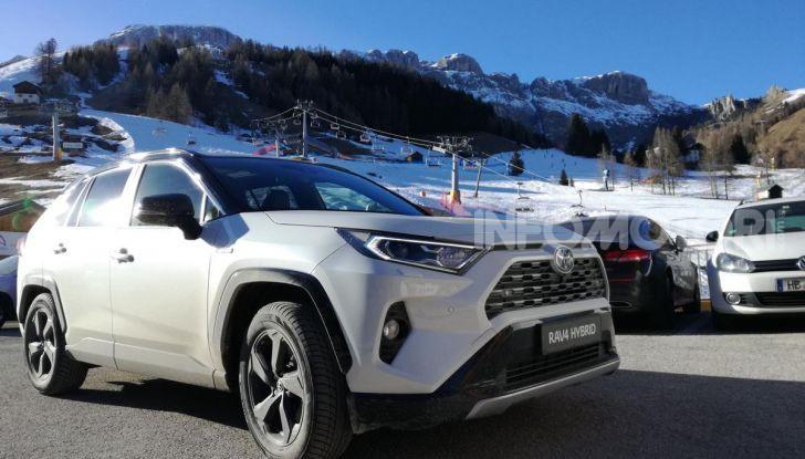 Prova Toyota RAV4 2019 Full Hybrid: sfida al limite tra i passi di montagna - Foto 8 di 26