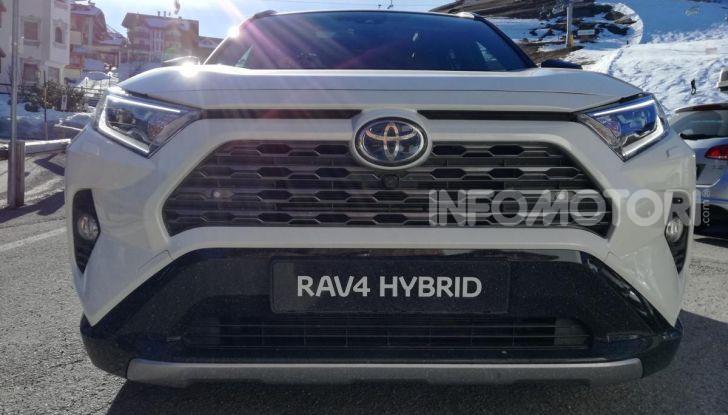 Prova Toyota RAV4 2019 Full Hybrid: sfida al limite tra i passi di montagna - Foto 7 di 12