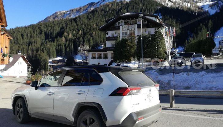 Prova Toyota RAV4 2019 Full Hybrid: sfida al limite tra i passi di montagna - Foto 6 di 12