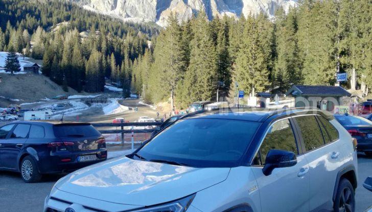 Prova Toyota RAV4 2019 Full Hybrid: sfida al limite tra i passi di montagna - Foto 11 di 26