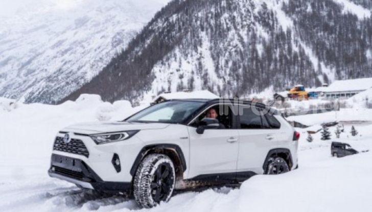 Prova Toyota RAV4 2019 Full Hybrid: sfida al limite tra i passi di montagna - Foto 1 di 12
