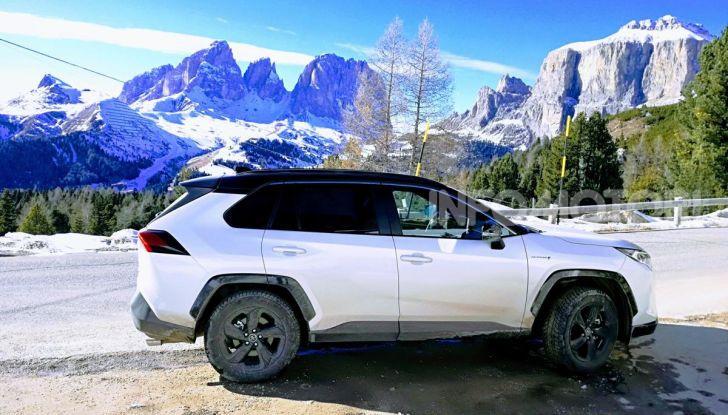 Prova Toyota RAV4 2019 Full Hybrid: sfida al limite tra i passi di montagna - Foto 3 di 26