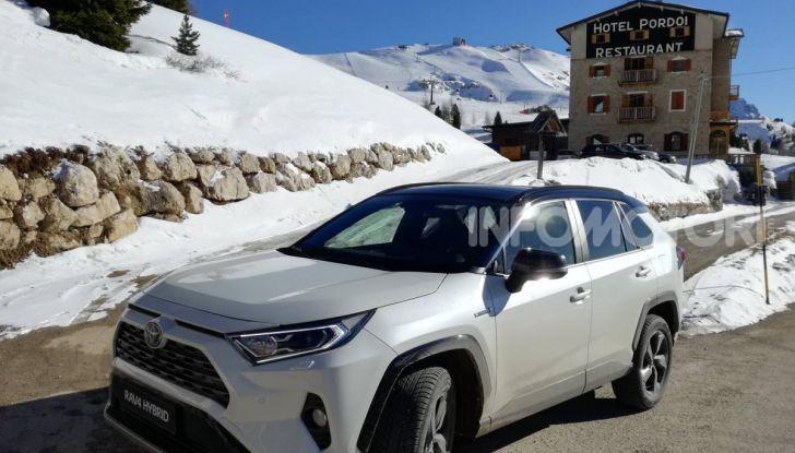 Prova Toyota RAV4 2019 Full Hybrid: sfida al limite tra i passi di montagna - Foto 4 di 26