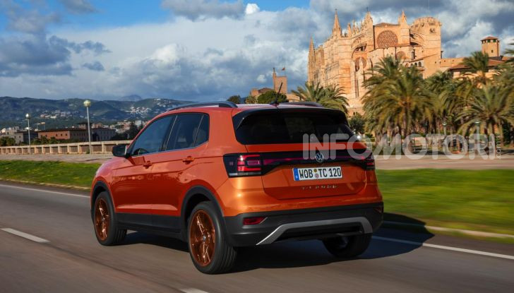 Prova Volkswagen T-Cross: il crossover comodo per far viaggiare il mercato - Foto 27 di 35