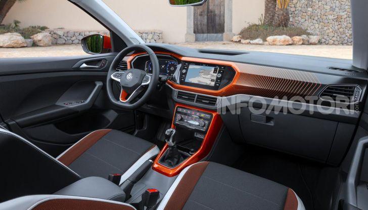 Prova Volkswagen T-Cross: il crossover comodo per far viaggiare il mercato - Foto 22 di 35