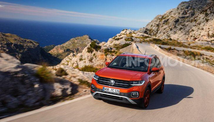 Prova Volkswagen T-Cross: il crossover comodo per far viaggiare il mercato - Foto 33 di 35