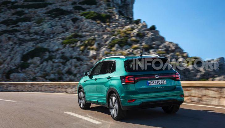 Prova Volkswagen T-Cross: il crossover comodo per far viaggiare il mercato - Foto 19 di 35