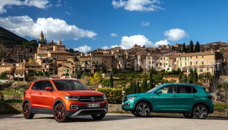 Prova Volkswagen T-Cross: il crossover comodo per far viaggiare il mercato - Foto 1 di 35