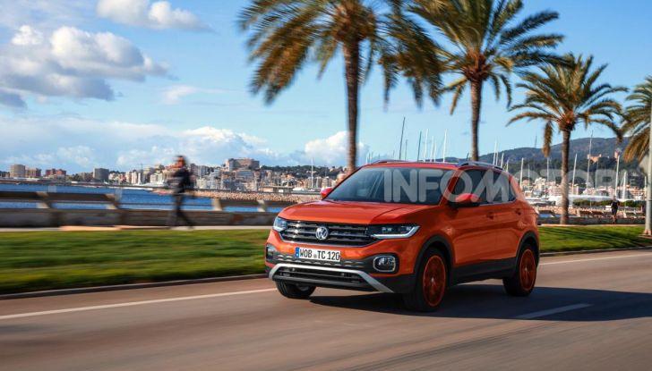 Prova Volkswagen T-Cross: il crossover comodo per far viaggiare il mercato - Foto 14 di 35