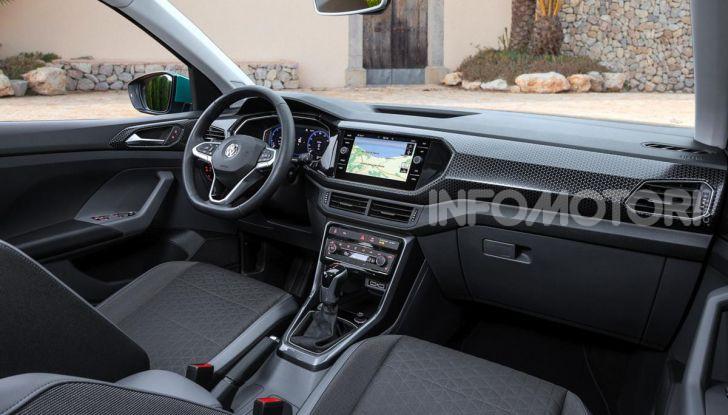 Prova Volkswagen T-Cross: il crossover comodo per far viaggiare il mercato - Foto 7 di 35