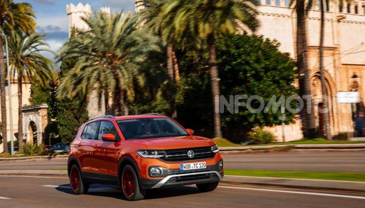 Prova Volkswagen T-Cross: il crossover comodo per far viaggiare il mercato - Foto 29 di 35